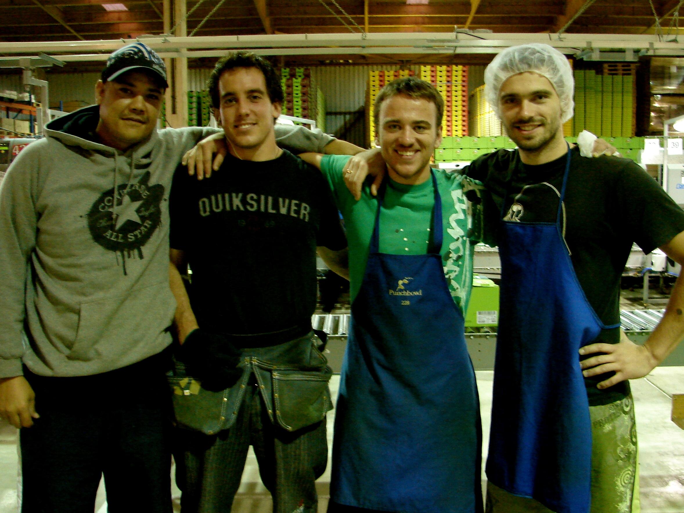 Komanda. No labās - Toms, Bevans, Robs.